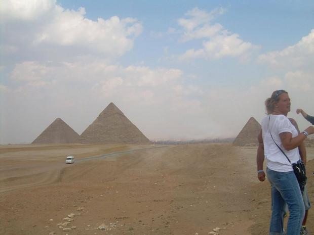 Mısır'daki piramitleri ziyaret eden babayı rezil ettiler - Page 1
