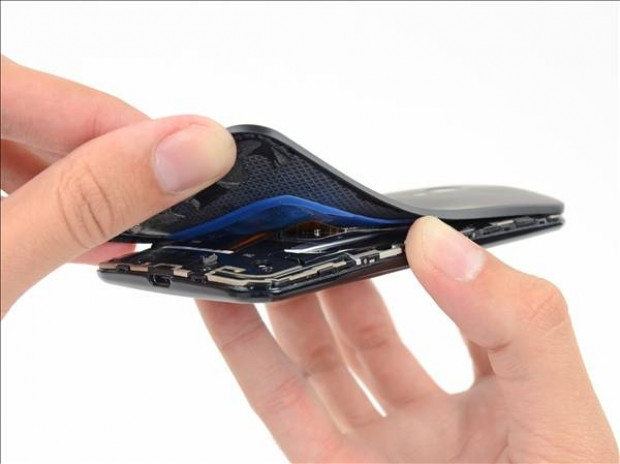 Motorola Moto X parçalandı! - Page 3