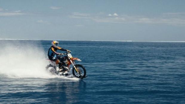 Motosiklet  ile dalgalarda sörf yaptı! - Page 4