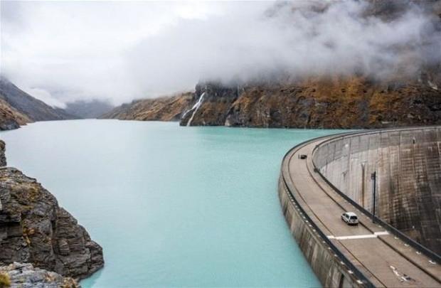 Mühendislik harikası baraj - Page 1