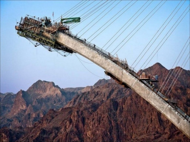 Mühendislik harikası dev köprü! - Page 1
