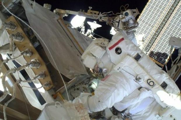 NASA, astronotların çektiği kişisel fotoğrafları paylaştı - Page 1