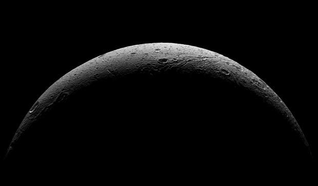 NASA, Dione'nin yeni fotoğraflarını yayınladı - Page 2