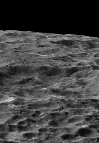 NASA, Dione'nin yeni fotoğraflarını yayınladı - Page 3