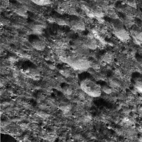 NASA, Dione'nin yeni fotoğraflarını yayınladı - Page 4
