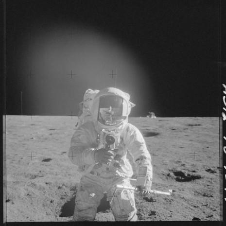 NASA'nın Ay fotoğrafları 'UFO' tartışması yarattı - Page 4