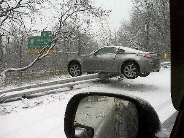 Nasıl gerçekleştiğini düşünürken beyninizi yakacağınız 18 tuhaf araba kazası - Page 1