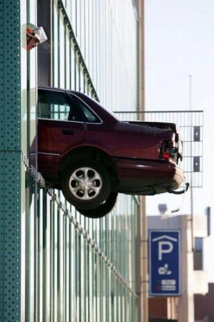 'Nasıl olur?' diyeceğiniz birbirinden ilginç park kazaları - Page 1