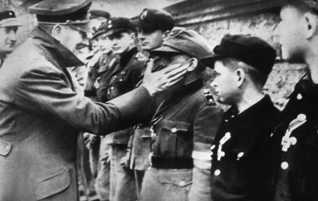 Nazi lideri Hitler'in ilk kez yayınlanan fotoğraf albümü - Page 4