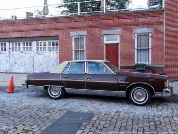 New York caddelerinde hala görünen eski otomobiller - Page 3