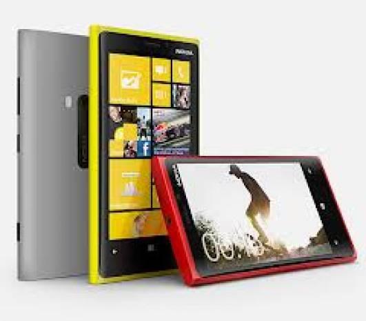 Nokia ailesinin yeni akıllıları: Lumia 720 ve 520 - Page 1