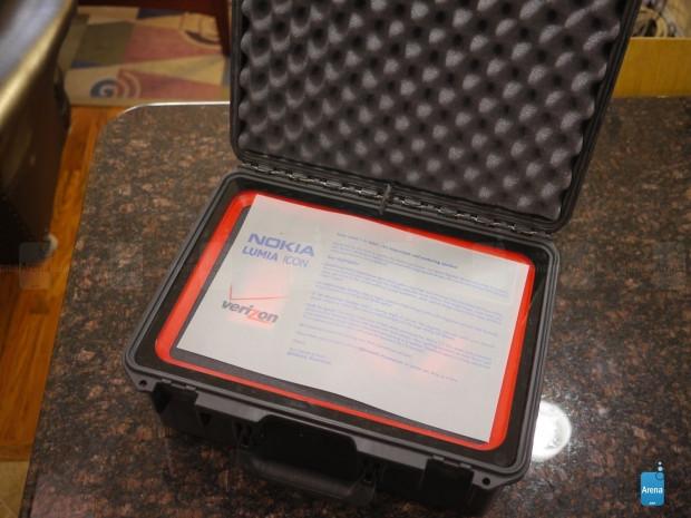 Nokia Lumia Icon kutusundan çıkıyor! - Page 1