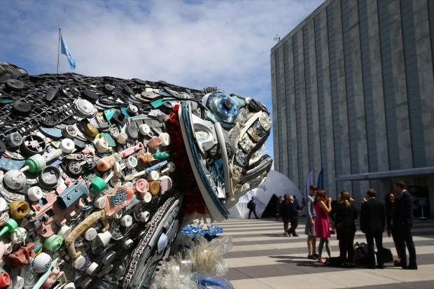 Okyanustan çıkan çöplerle sanat eseri yaptı - Page 2