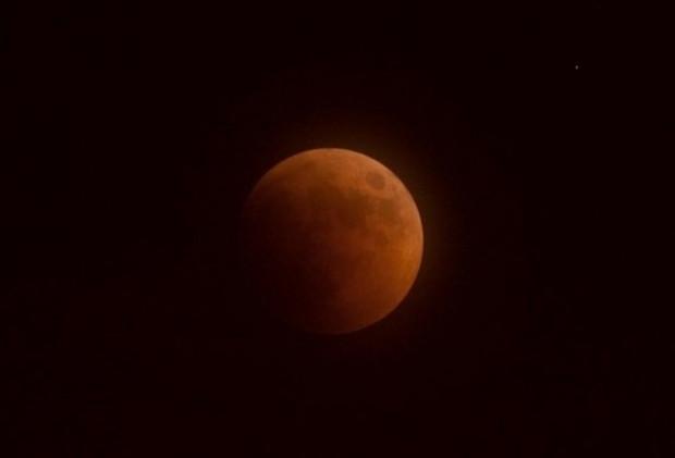 Önemli doğa olaylarından kısmi Ay tutulması gerçekleşti - Page 4