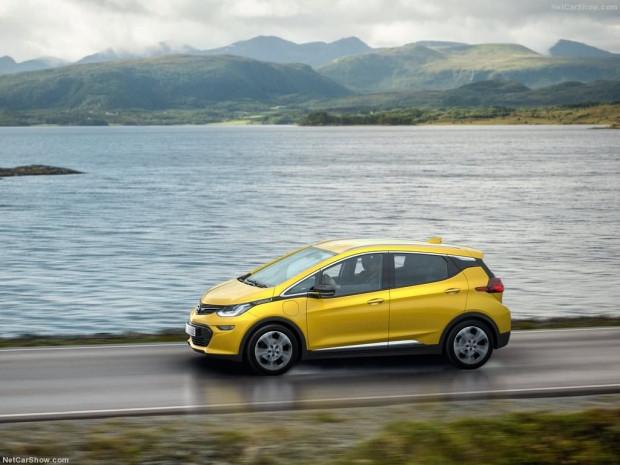 Opel Ampera-e 2017 - Page 1