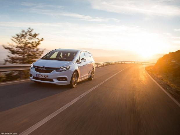 Opel Zafira 2017 - Page 1