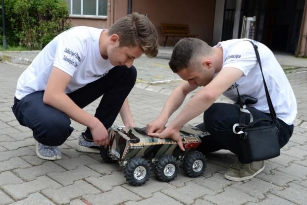 Ordulu öğrenciler mayın bulup imha eden araç tasarladı - Page 3