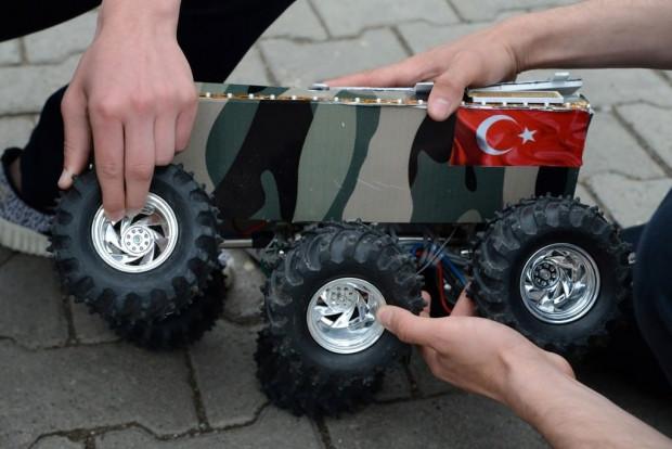 Ordulu öğrenciler mayın bulup imha eden araç tasarladı - Page 4