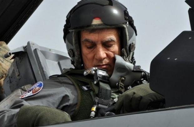 Orgeneral Akın Öztürk, F-16 Süleyman Şah'ı denetledi - Page 1