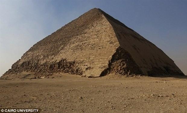 Piramitlerin içinde gerçekten ne oluyor? - Page 1