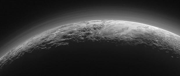 Plüton'un yüzeyinin altında okyanus olabilir - Page 3