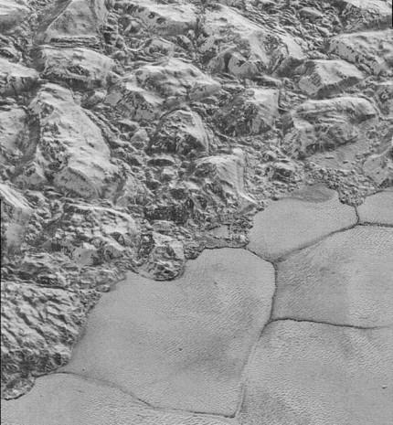 Plüton'un yüzeyinin altında okyanus olabilir - Page 4