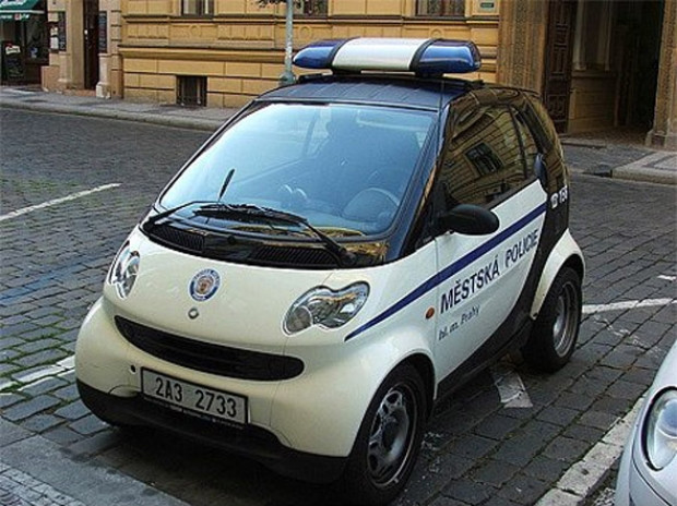 Polislerin göz alıcı oyuncakları - Page 1