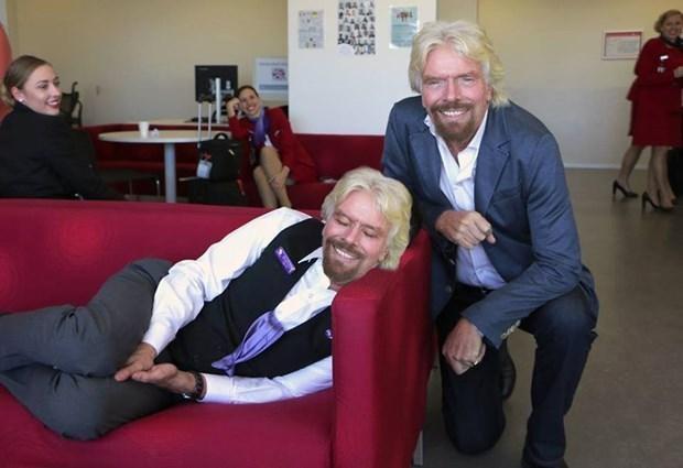 Richard Branson uyuyan çalışanını rezil etti - Page 3
