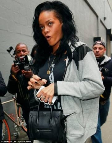 Rihanna yüzünden yasaklanan IPhone kılıfı - Page 1