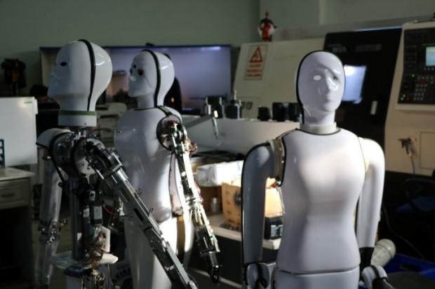 """""""Robot Ada"""" evde kadınların yardımcısı olacak - Page 4"""