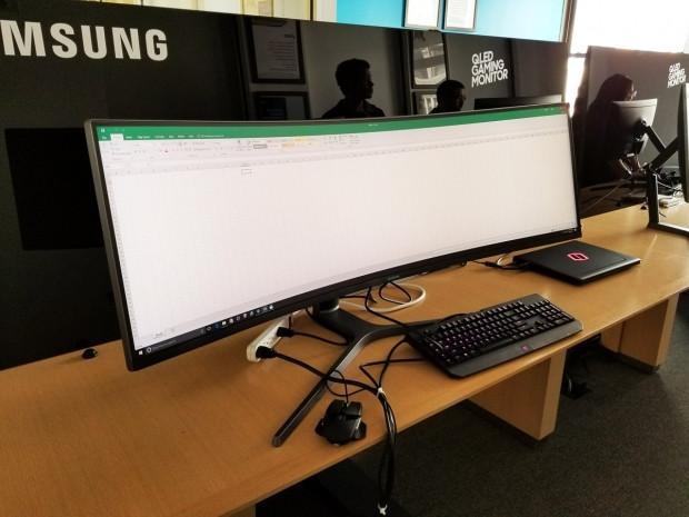 Samsung, en geniş bilgisayar monitörünü tanıttı - Page 1