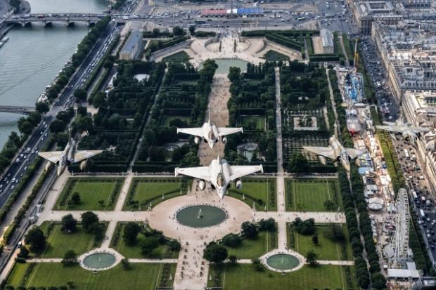 Savaş uçakları Fransa semalarında - Page 2