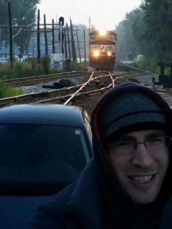 Selfie Çekmek Uğruna Ölümü Göze Alan Tuhaf İnsanlar - Page 4