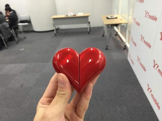 Sevgililer gününe kalp şeklinde telefon geliyor! - Page 3