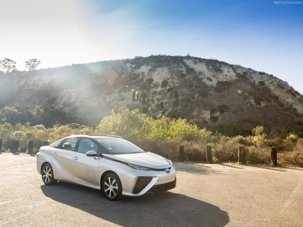 Sıfır emisyonlu yakıt hücreli aracı Toyota Mirai - Page 1