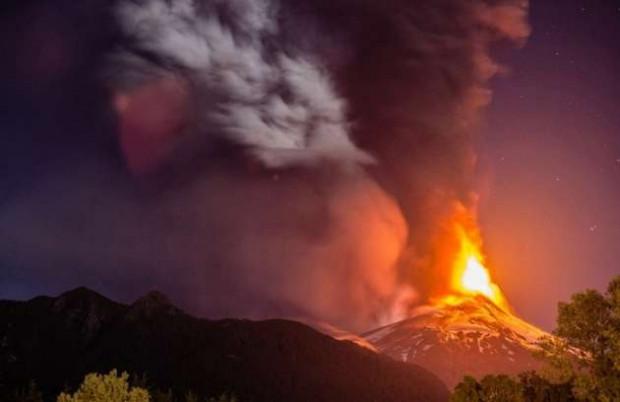 Şili'deki Villarrica volkanı lav püskürtmeye başladı - Page 1