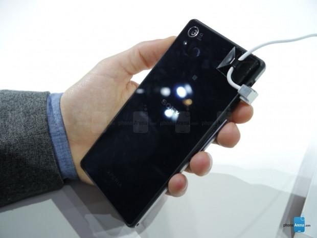 Sony Xperia Z2'den ilk görüntüler geldi! - Page 1