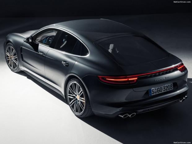 Spor otomobilin performansı ve sedanın konforu Porsche Panamera - Page 1