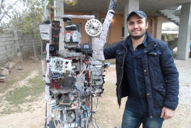Tarlasına korkuluk değil robot yaptı - Page 1