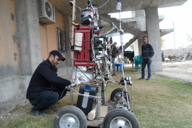 Tarlasına korkuluk değil robot yaptı - Page 3
