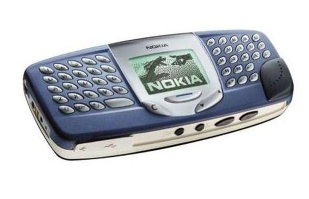 Teknolojiye yenilen ilginç telefonlar - Page 3