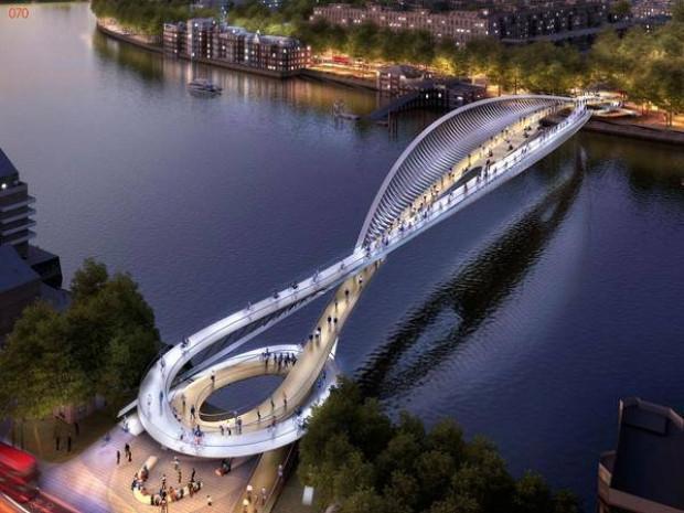 Thames Nehri üzerine çılgın köprü - Page 4