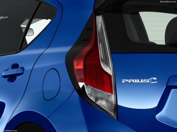 Toyota Prius c 2017 - Page 3