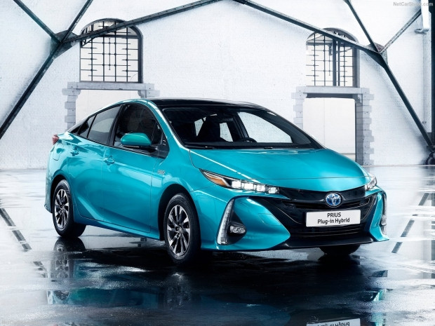 Toyota Prius Plug-in Hybrid 2017 - Page 1