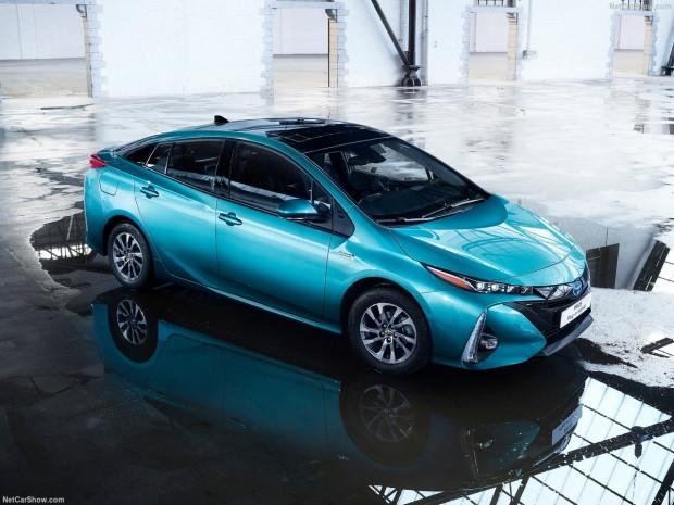 Toyota Prius Plug-in Hybrid 2017 - Page 2
