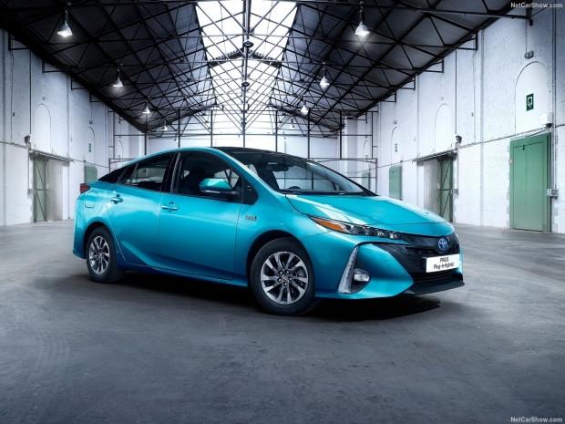 Toyota Prius Plug-in Hybrid 2017 - Page 3