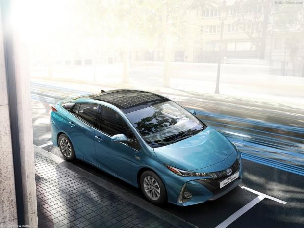 Toyota Prius Plug-in Hybrid 2017 - Page 4