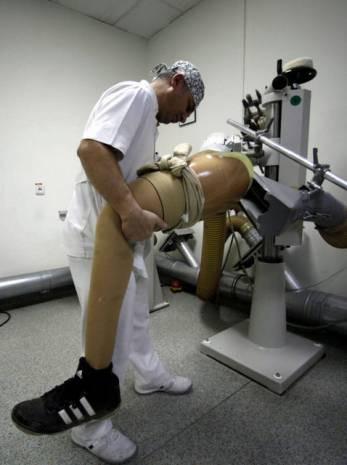TSK'da protez üretiyor - Page 1