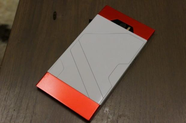 Turing Phone'un renk ve model seçenekleri - Page 1