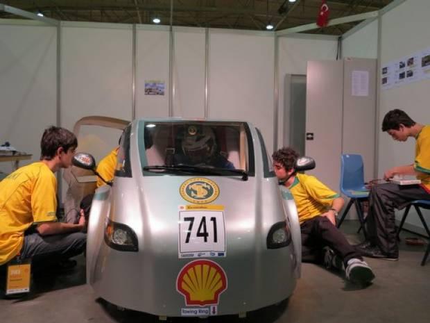 Türk öğrenciler elektrikli araba yaptı! - Page 1